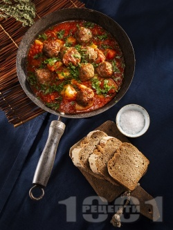 Класически кюфтета по чирпански с телешка и свинска кайма (картофена яхния с кюфтета и доматен сос) - снимка на рецептата